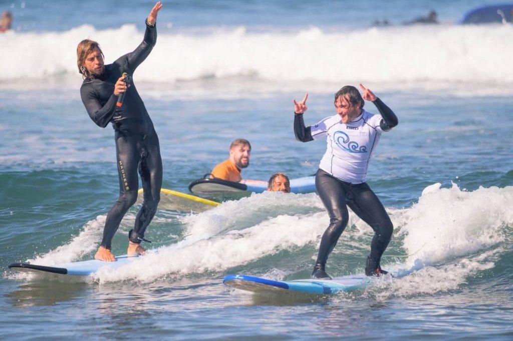 Curs de surf cu instructorul Tibi Balica: poza oferita de supacademy.ro