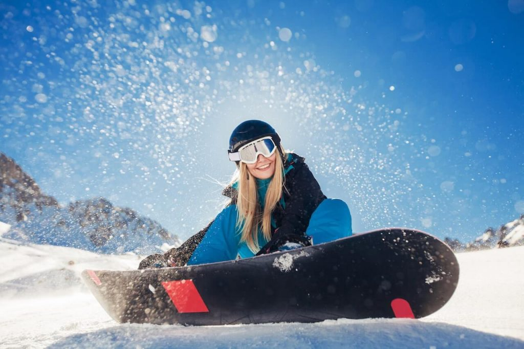 Cum se folosește o placă de snowboard