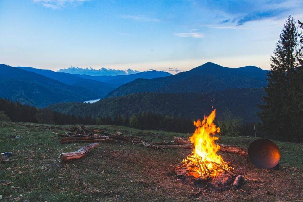 Campingul la munte, în sălbăticie
