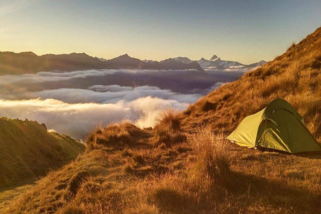 Când este cel mai bine să mergi în camping