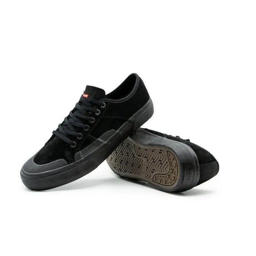 Shoes Globe Surplus - Black Wolverine